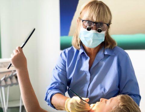 Gabriela Schmid, Zahnärztin bei Dr. Schmid Zahnärzte in Neu-Anspach und Spezialistin für Kinder und Angstpatienten